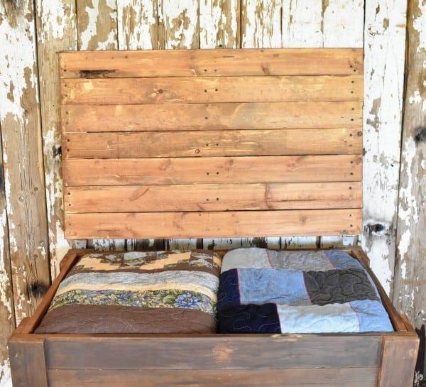 Diy Rustic Pallet Wood Storage Chest Teediddlydee